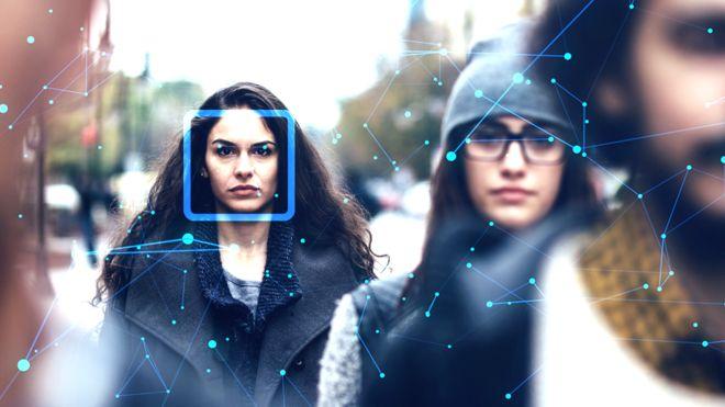"""Reconocimiento facial en vivo: el polémico experimento tecnológico de la policía de Londres que tildan de """"autoritario"""""""