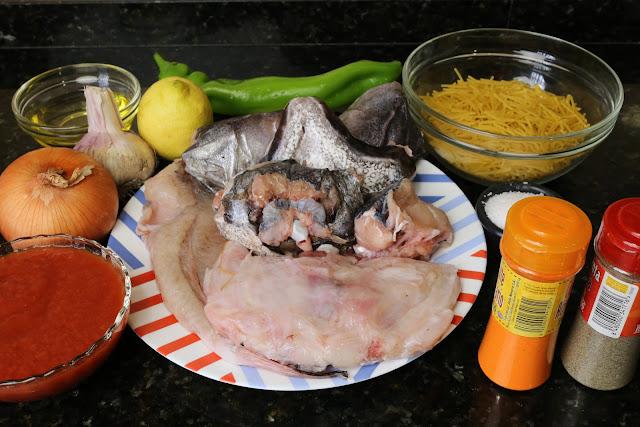 Ingredientes para sopa de fideos con rape y merluza