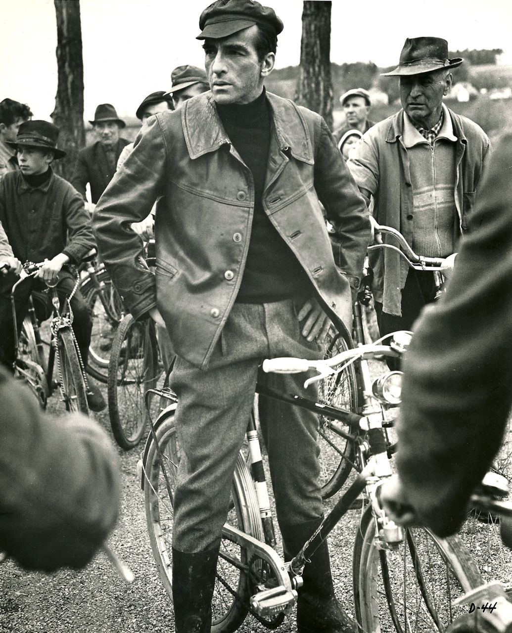 interesting vintage photos of famous people on bicycles. Black Bedroom Furniture Sets. Home Design Ideas
