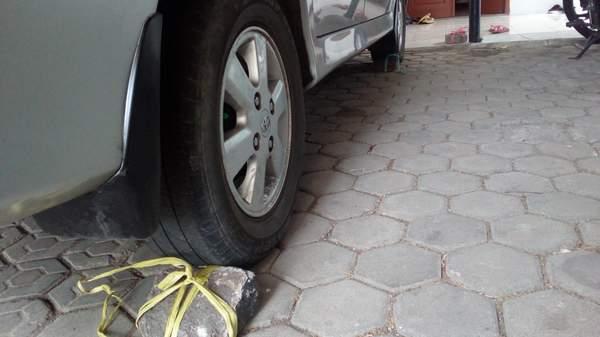 Cara dan Tips Mengganti Ban Mobil Avanza yang bocor versi Pemula
