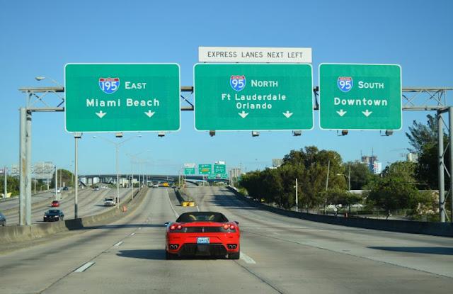 Distância entre Miami e Orlando: estrada com carro