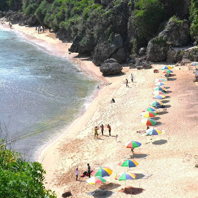 Paket wisata Jogja ke pantai Nguyahan Yogyakarta