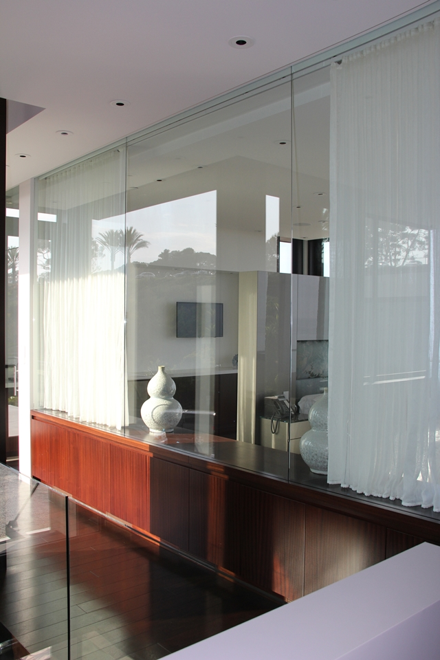 Picture of the glass wall in the bedroom