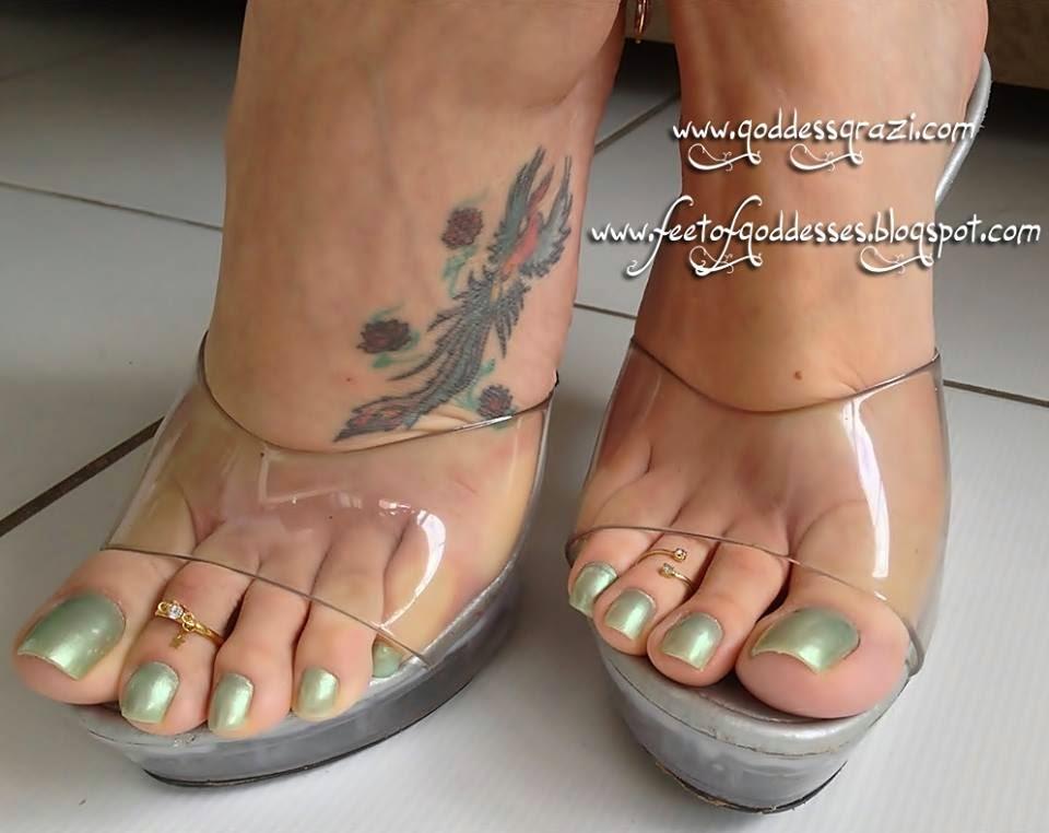 image Foot rainha ada toes oiled feet soles