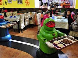 Restoran-Restoran yang Pelayannya Bukan Manusia