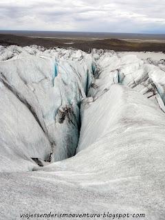 Detalle de una de las enormes grietas del glaciar Vatnajökull