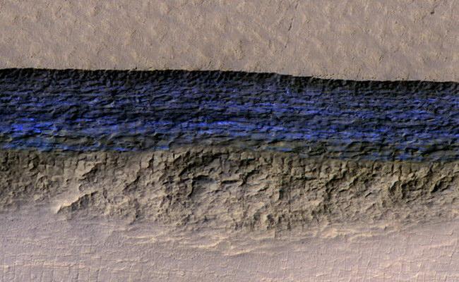 Laporan Penelitian Lapisan Es Dangkal di Mars Bisa Membantu Astronot Masa Depan