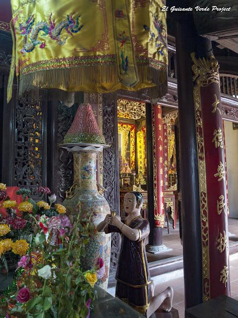 Đền Lý Bát Đế, altar con figura orante - Vietnam por El Guisante Verde Project