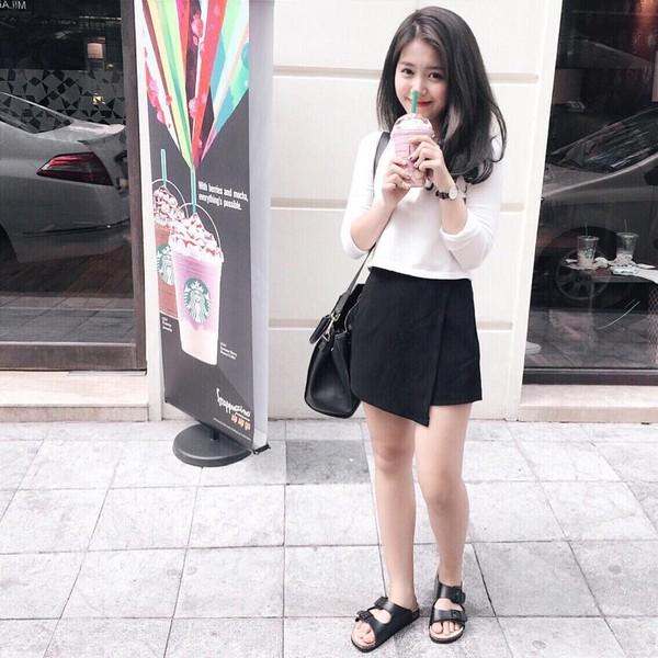 Xem mỹ nữ việt chọn giày Sneaker đế cao bắt cặp hoàn hảo cùng váy h1è