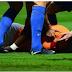 CHOC: l'attaquant français Bafetimbi Gomis s'évanouit en plein match (Vidéo)