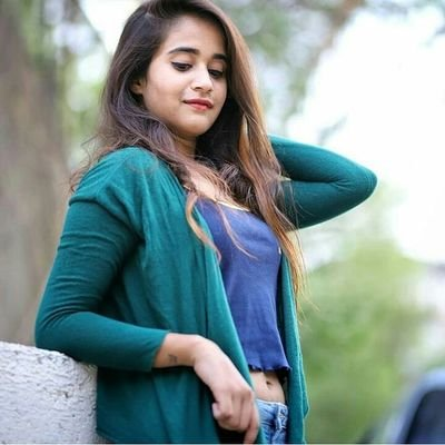 Deepthi Sunaina age, wiki, family, birthday, dubsmash, dance, photos, instagram, biography