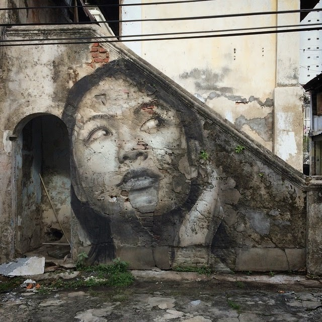 Our friend RONE is currently in Malaysia where he spent the last few days working on a series of small pieces somewhere on the streets of Penang.
