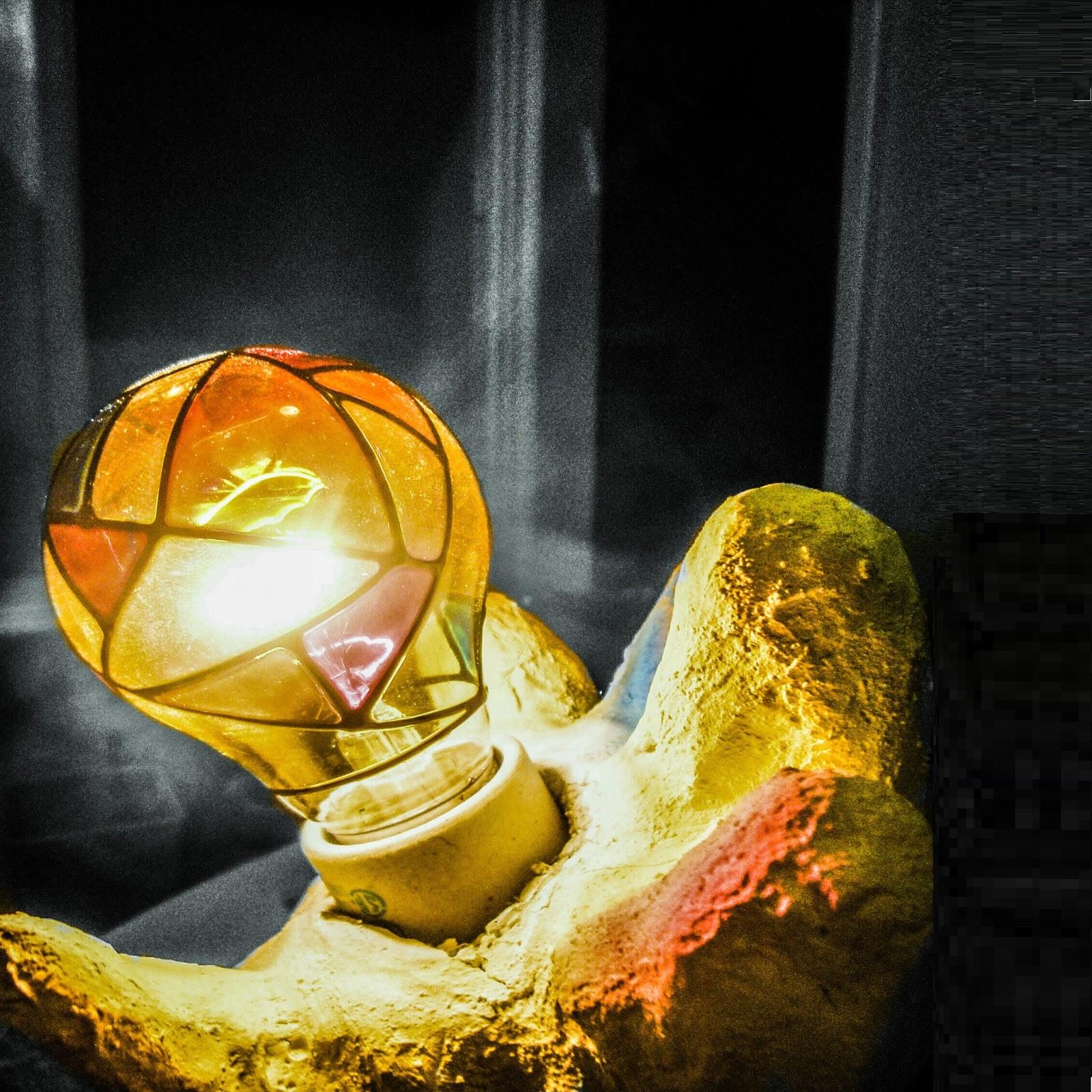 מנורת יד צבעונית