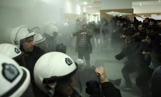 Αστυνομικοί κατά ΣΥΡΙΖΑ για τους πλειστηριασμούς: Δεν θα ξεσπιτώσουμε εμείς τους Έλληνες