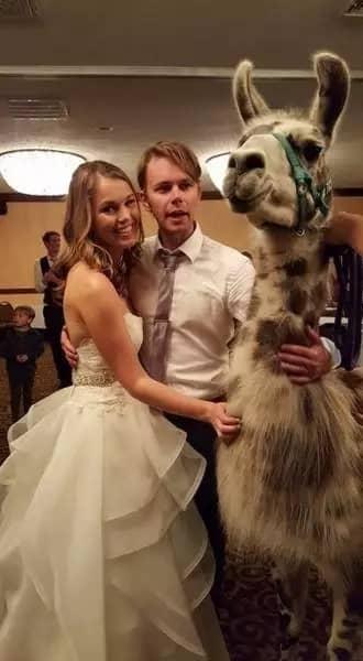 Foto Pernikahan Paling Aneh dan Unik
