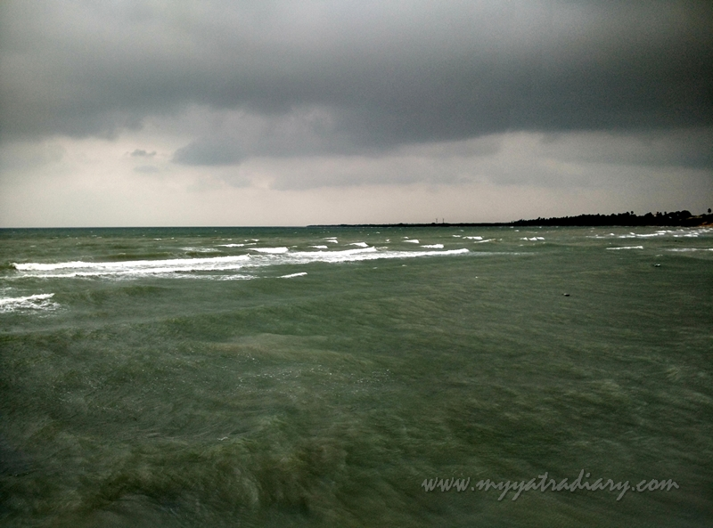 Cyclonic seas at Villondi Teertham, Rameshwaram