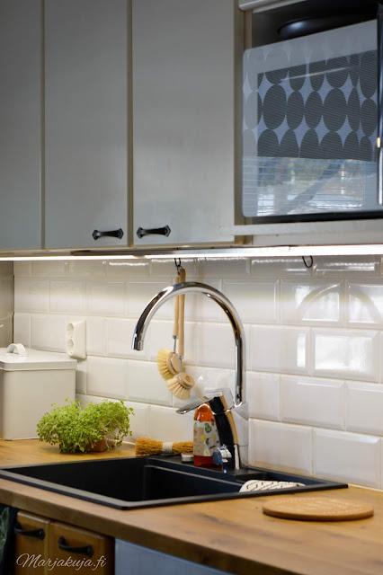 keittiö kitchen musta allas mora facetti koti puustelli