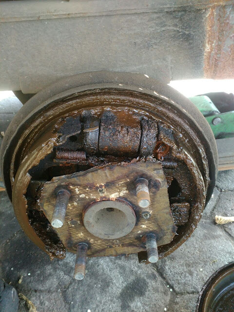 [FOTO] Begini Kondisi Tromol Apabila Rem Bocor (Wheel Cylinder Bocor)
