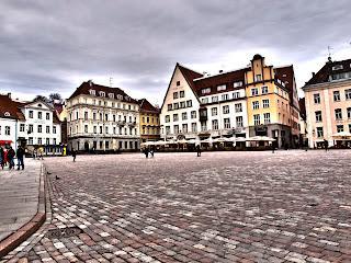 Ратушная площадь и лучи ее древних улиц