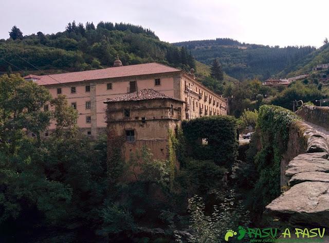 Vista del Convento de Corias desde el Puente de Corias