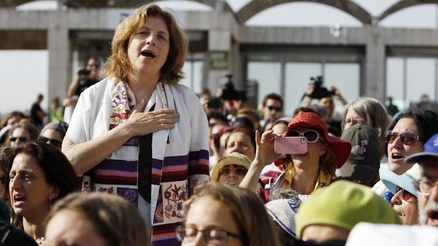 Associações feministas defendem zona de oração mista no Muro das Lamentações