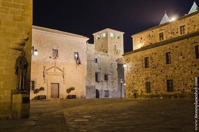 Plaza Santa Maria Caceres Noche