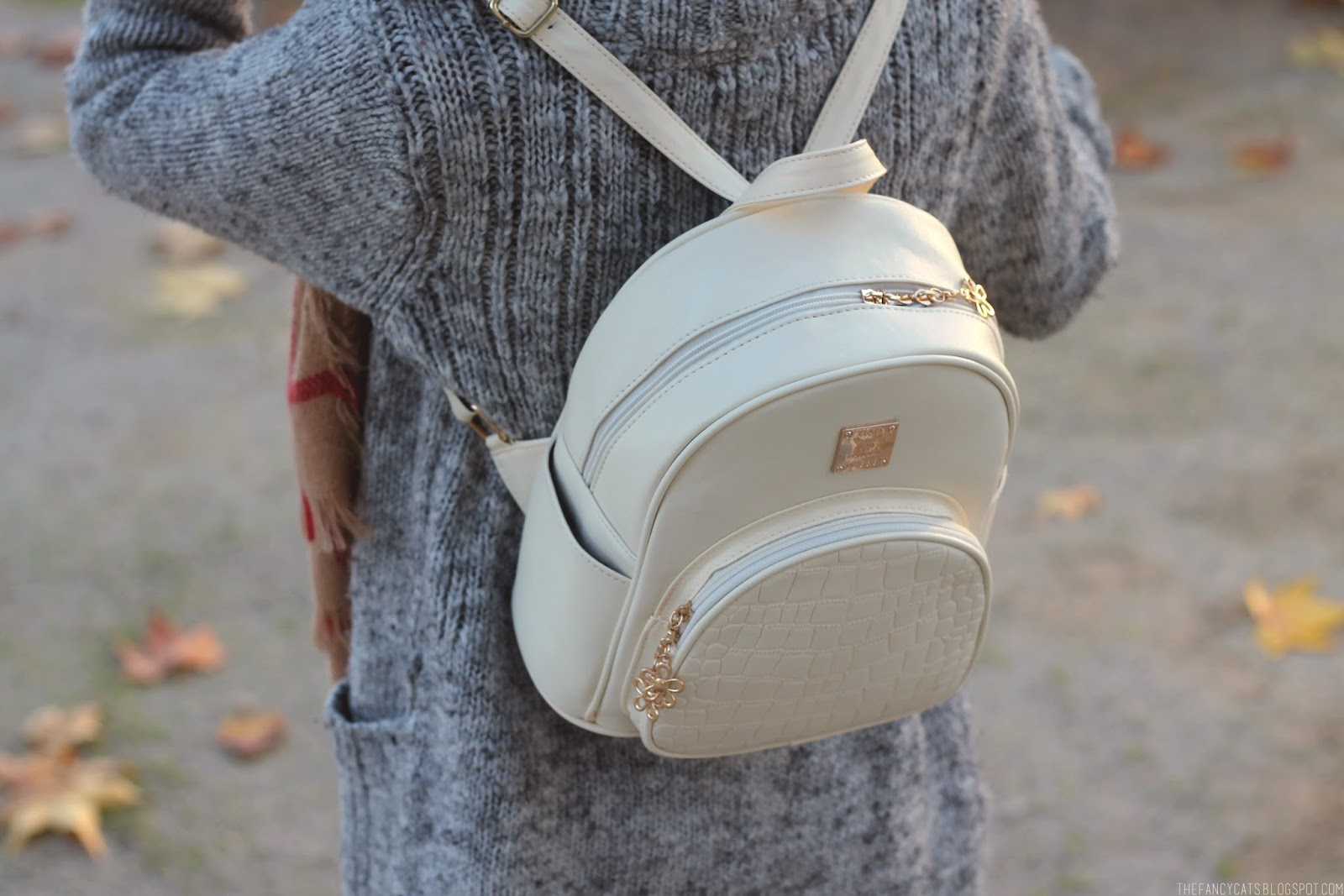 OUTFIT   LITTLE WHITE BACKPACK (GAMISS)   The Fancy Cats