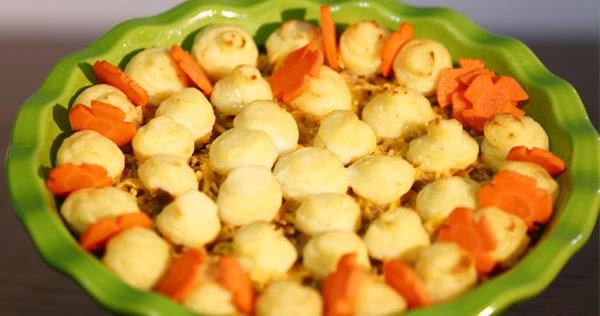 صينية البطاطس باللحم والجبن من منال العالم