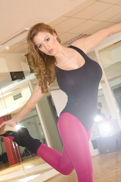 Jordan-Carver-Flash-Dance-Cute-and-sexy-Photoshoot-Image-3