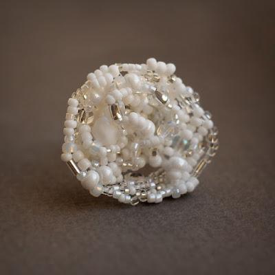 купить женское кольцо белого цвета вечернее украшение нарядное колечко