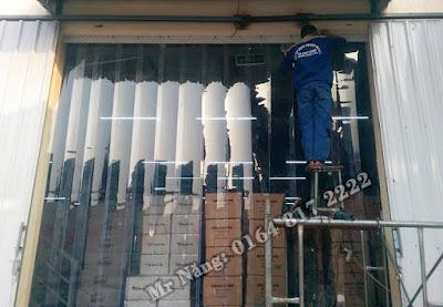 Lắp dặt màn nhựa pvc ngăn bụi cho kho hàng