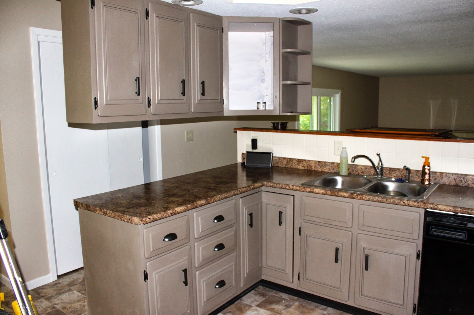 Kitchen Cabinets Painted With Annie Sloan Old White