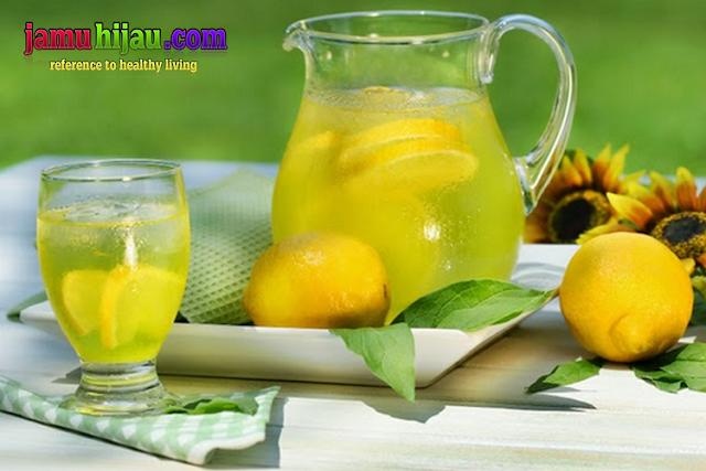 Diet lemon menurunkan berat badan secara alami termasuk metode diet sehat serta alami.