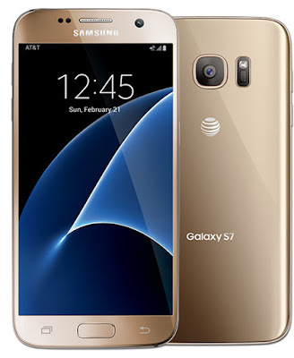 Spesifikasi Samsung Galaxy S7      Kapasitas dari Samsung Galaxy S7 ini meningkat dari 2550 mAh menjadi 3000 mAh, sehingga lebih irit dan bisa Sobat gadget andalkan untuk seharian penuh. Apalagi smarphne ini telah dibekali dengan Quick Charger 3.0 yang mampu mengisi baterai lebih cepat dalam waktu 30 menit untuk pengisian 83% dari kapasitas baterai yang tersedia. Tidak ketinggalan fitur wireless charging juga dimiliki oleh Samsung Galaxy S7, sehingga Sobat gadget   tidak perlu mencolokan kabel ke port micro USB 2.0 yang berada dibawah Samsung Galaxy S7.                                                 Pemakaian port micro USB 2.0 sangat mengecewaka, karena rata – rata smartphone android yang dibandrol setara dengan Samsung Galaxy S7 telah memakai teknologi USB Type-C. Kekurang tersebut bisa menjadi masah tersendiri disaat LG G5 dan Xiaomi Min 5 dipastikan menggunakan port USB Type-C, Sobat gadget  tak perlu kecewa berlarut – larut karena kekurangan tersebut akan tertutupi oleh fitur tahan air dan anti debu yang tidak dimiliki oleh LG G5 dan Xiomi Min 5. Berbekal dari sertifikat IP68 tersebut, Sobat gadget   bisa membawa Samsung Galaxy S7 untuk berenang pada kedalaman maksimal 1,5 meter selama 30 menit.          Sertifikat tersebut menjadi salah satu inovasi agar Samsung Galaxy S7 tetap dicintai oleh fans Samsung.buka