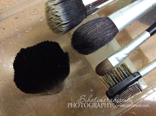 cara-cucibasuh-berus-make-up