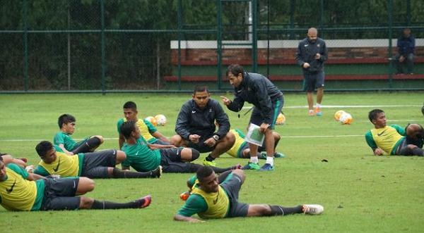 Luis Milla: Pemain Muda Spanyol Sudah Bisa Kontrol Bola, Tapi di Indonesia Belum