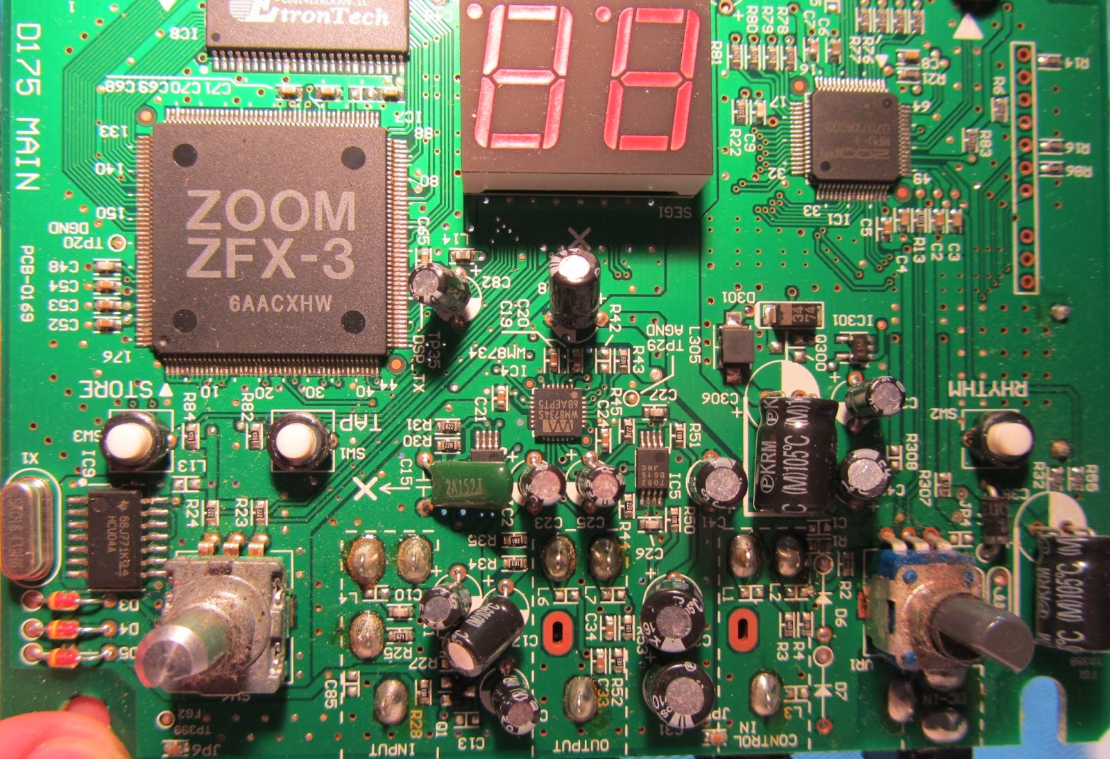 Hack Correlation Zoom G1 Guitar Effects Pedal Repair How To Build Your Own Circuit Boards For Hacks Mods Well Theres Nothing Wrong With The Board And It Looks In Perfect Condition Soldering On I O Sockets Is Also Good Without Play