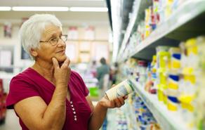 Confiança dos consumidores tem queda de 4%, de acordo com SPC Brasil e CNDL