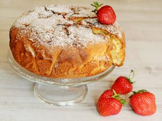 szybkie owocowe ciasto, letnie przysmaki, desery na lato