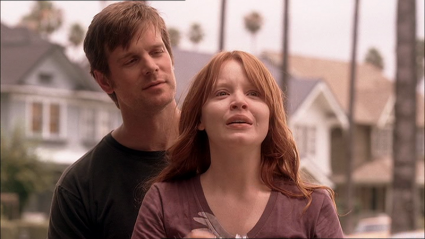 Nate Fisher (Peter Krause) et sa sœur Claire (Lauren Ambrose) dans le finale de Six feet under (2001-2005) d'Alan Ball