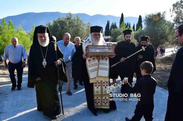 Το Ιερό λείψανο της Δεξιάς χειρός του Αγίου Νεκταρίου  στο Μαλαντρένι Αργολίδος (βίντεο)