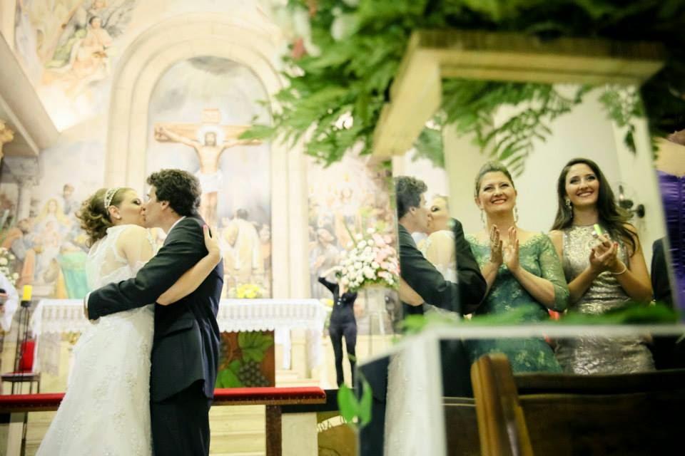 cerimonia-noivos-primeiro-beijo