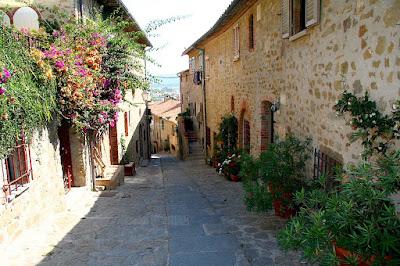 Quiet lane in Castiglione della Pescaia old town