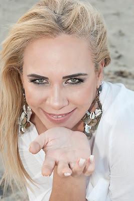http://www.hugotaques.com/2018/01/tatiana-freitas.html