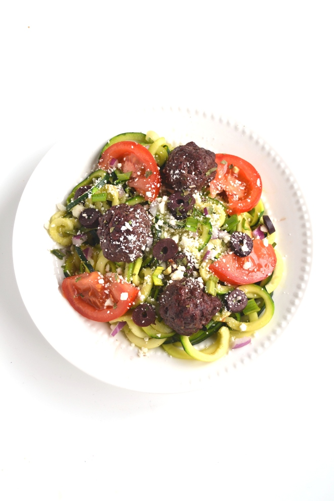 Greek Meatball and Zoodle Bowls are full of flavor and make an easy and filling meal! Zucchini noodles topped with feta cheese, red onions, tomatoes, kalamata olives and homemade meatballs with a lemon vinaigrette! www.nutritionistreviews.com