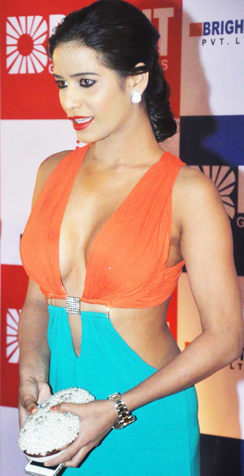 Poonam Panday in hot dress, Poonam Panday in tight dress, Poonam Panday hottest pics