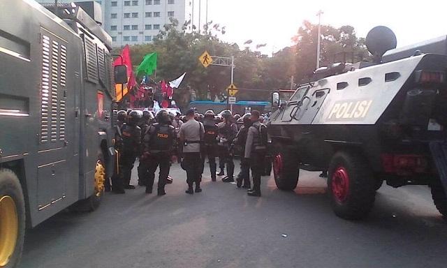 Ngeri !! Video Polisi Tegang Ditanaman Saat Demo BEM Mahasiswa Indonesia