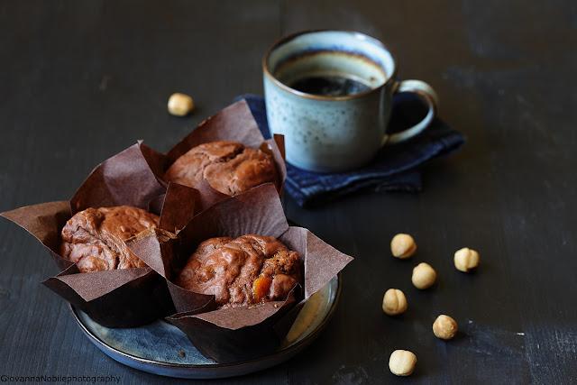 Muffin al cacao e confettura di albicocche