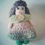https://translate.google.es/translate?hl=es&sl=auto&tl=es&u=https%3A%2F%2Favakitschjewellery.wordpress.com%2F2016%2F03%2F19%2Flittle-pixie-doll-crochet-pattern%2F