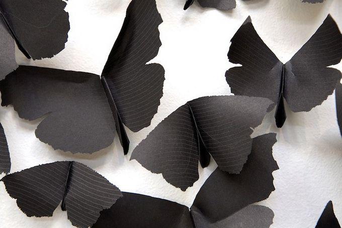 Mariposas negras en la pared